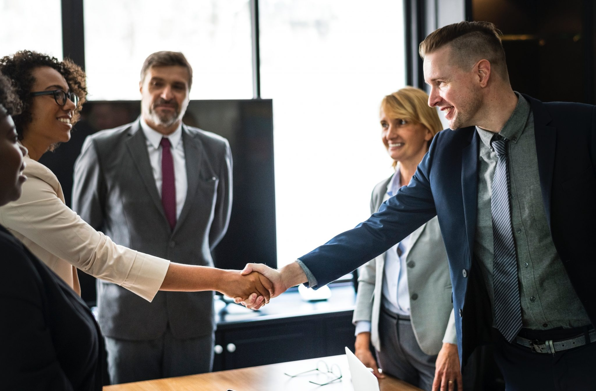 how-to-land-a-job-in-commodity-trading-handshake-you-are-hired
