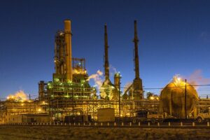 what-are-energy-commodities-crude-oil-refinery